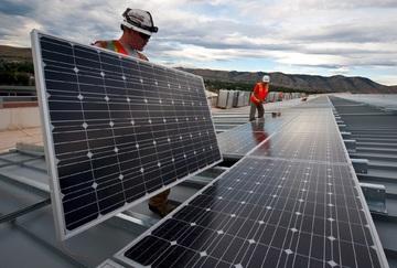 Bien entretenir vos panneaux photovoltaïques en 3 étapes